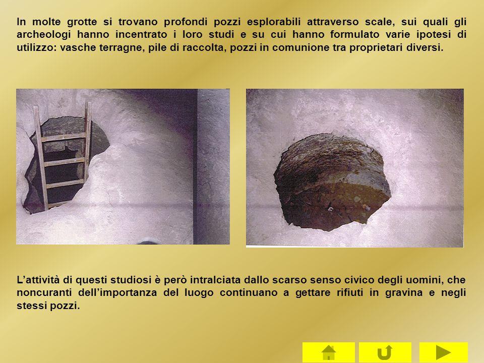 In molte grotte si trovano profondi pozzi esplorabili attraverso scale, sui quali gli archeologi hanno incentrato i loro studi e su cui hanno formulat