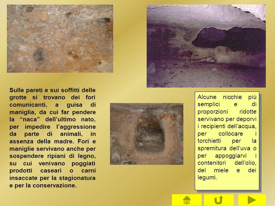 """Sulle pareti e sui soffitti delle grotte si trovano dei fori comunicanti, a guisa di maniglia, da cui far pendere la """"naca"""" dell'ultimo nato, per impe"""