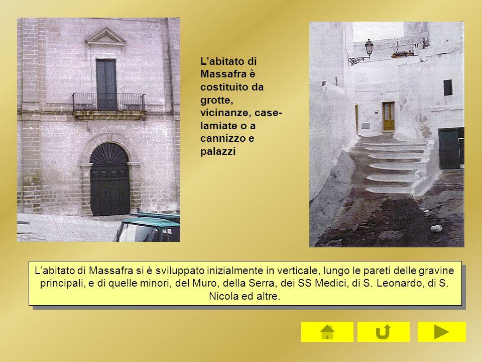 L'abitato di Massafra è costituito da grotte, vicinanze, case- lamiate o a cannizzo e palazzi L'abitato di Massafra si è sviluppato inizialmente in ve