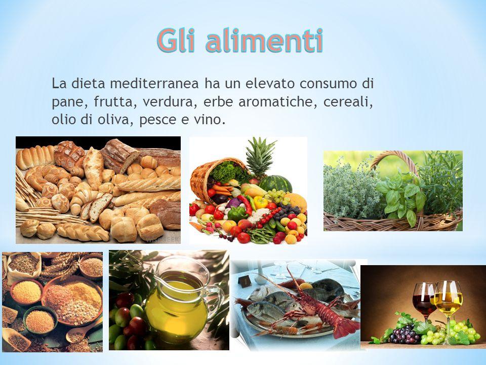 La dieta mediterranea ha un elevato consumo di pane, frutta, verdura, erbe aromatiche, cereali, olio di oliva, pesce e vino.