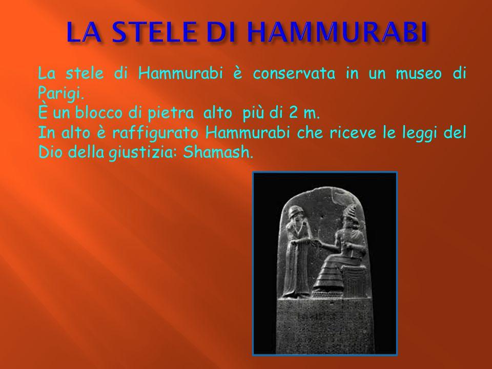 La stele di Hammurabi è conservata in un museo di Parigi. È un blocco di pietra alto più di 2 m. In alto è raffigurato Hammurabi che riceve le leggi d