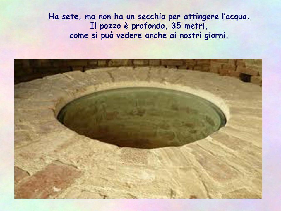 A metà giornata, sotto il sole, stanco del cammino, si siede al pozzo che il patriarca Giacobbe aveva costruito 1700 anni prima.