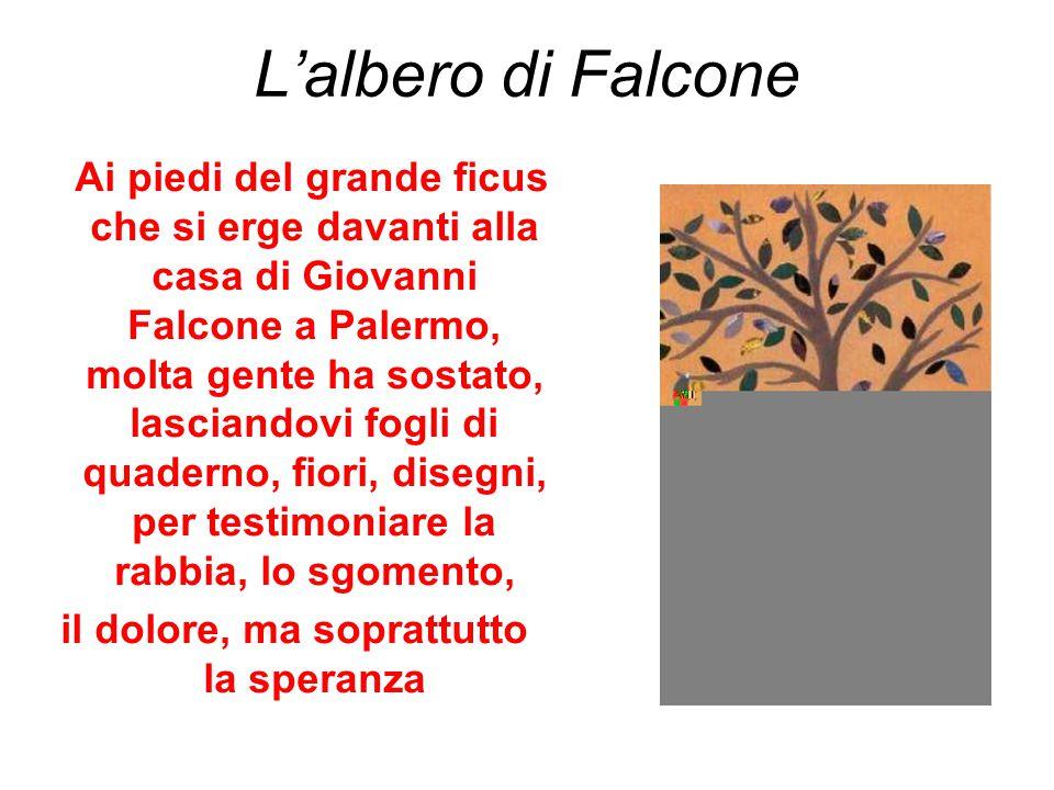 L'albero di Falcone Ai piedi del grande ficus che si erge davanti alla casa di Giovanni Falcone a Palermo, molta gente ha sostato, lasciandovi fogli d