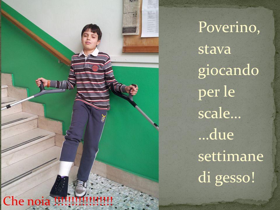 Poverino, stava giocando per le scale… …due settimane di gesso! Che noia !!!!!!!!!!!!!!!!!