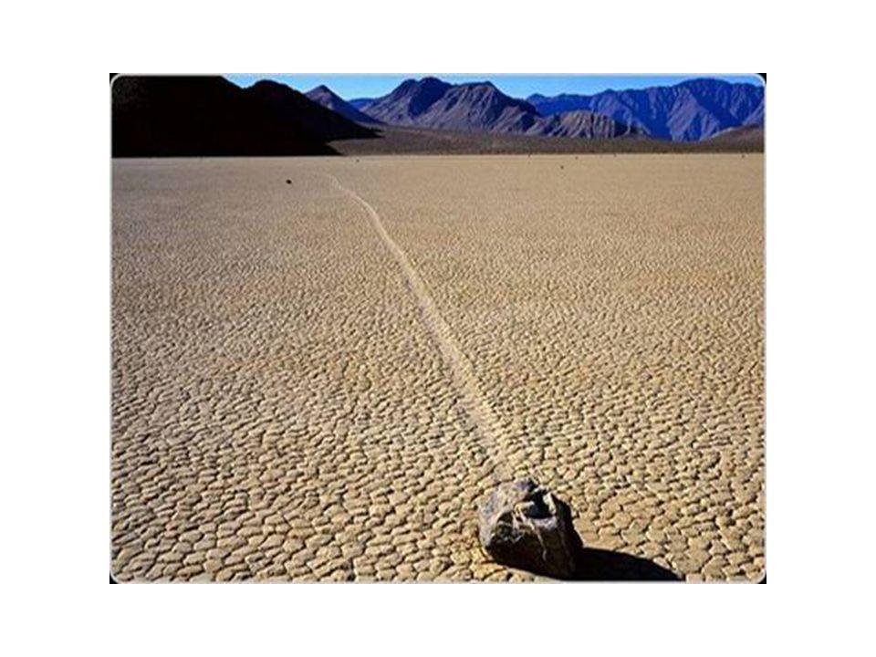 Valle della Morte – California ( nella foto una pietra migrante )
