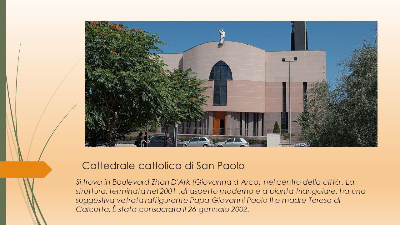 Viaggio nella fede a Tirana Chiese cristiane, ortodosse, moschee a Tirana Convivenza pacifica di più religioni nella stessa città.