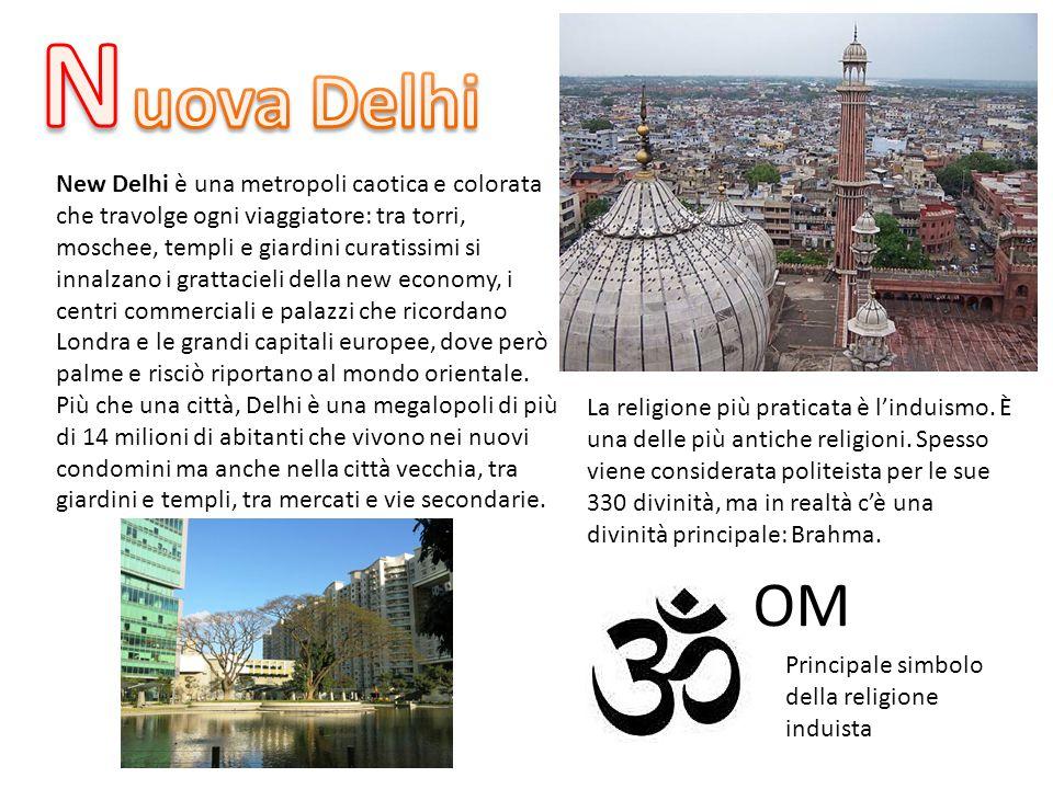 New Delhi è una metropoli caotica e colorata che travolge ogni viaggiatore: tra torri, moschee, templi e giardini curatissimi si innalzano i grattacie