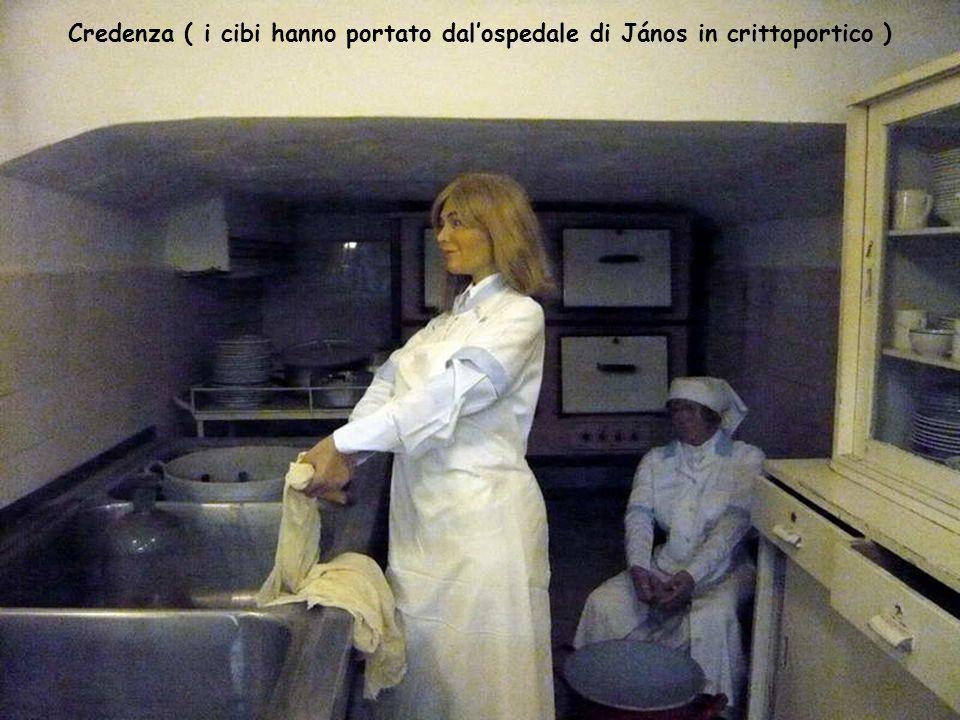 Credenza ( i cibi hanno portato dal'ospedale di János in crittoportico )