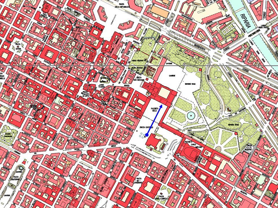 In città in particolare ricordiamo: Palazzo Reale (residenza dei Savoia fino al 1865) Palazzo Madama (che ospita il Museo di Arte Antica) Palazzo Cari