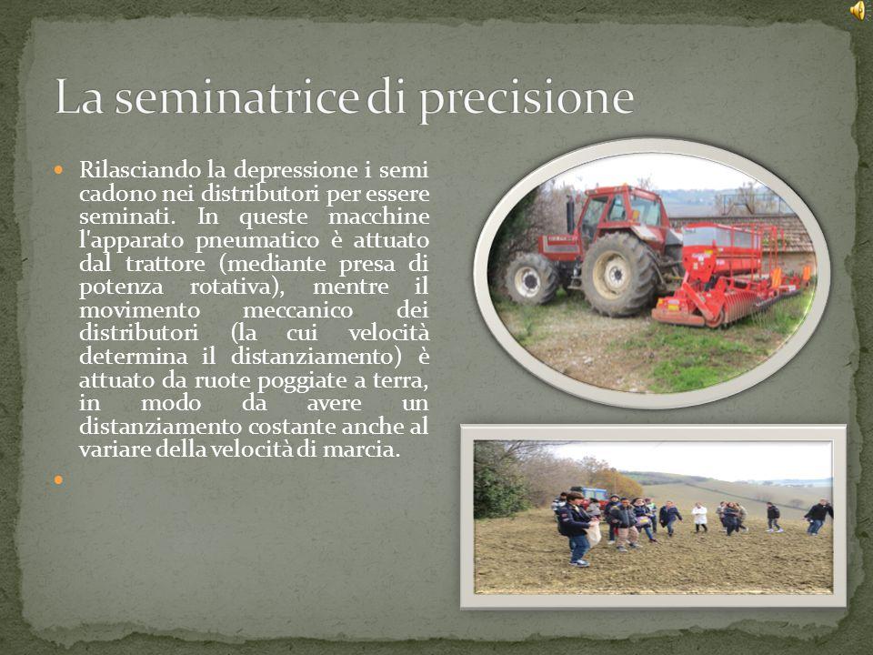 L inventore della seminatrice è Jethro Tullè stato un agronomo e inventore inglese, pioniere della moderna agricoltura e inventore, nel 1701, della prima seminatrice meccanica.