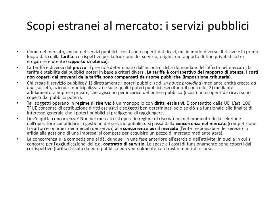 Scopi estranei al mercato: i servizi pubblici Come nel mercato, anche nei servizi pubblici i costi sono coperti dai ricavi, ma in modo diverso. Il ric