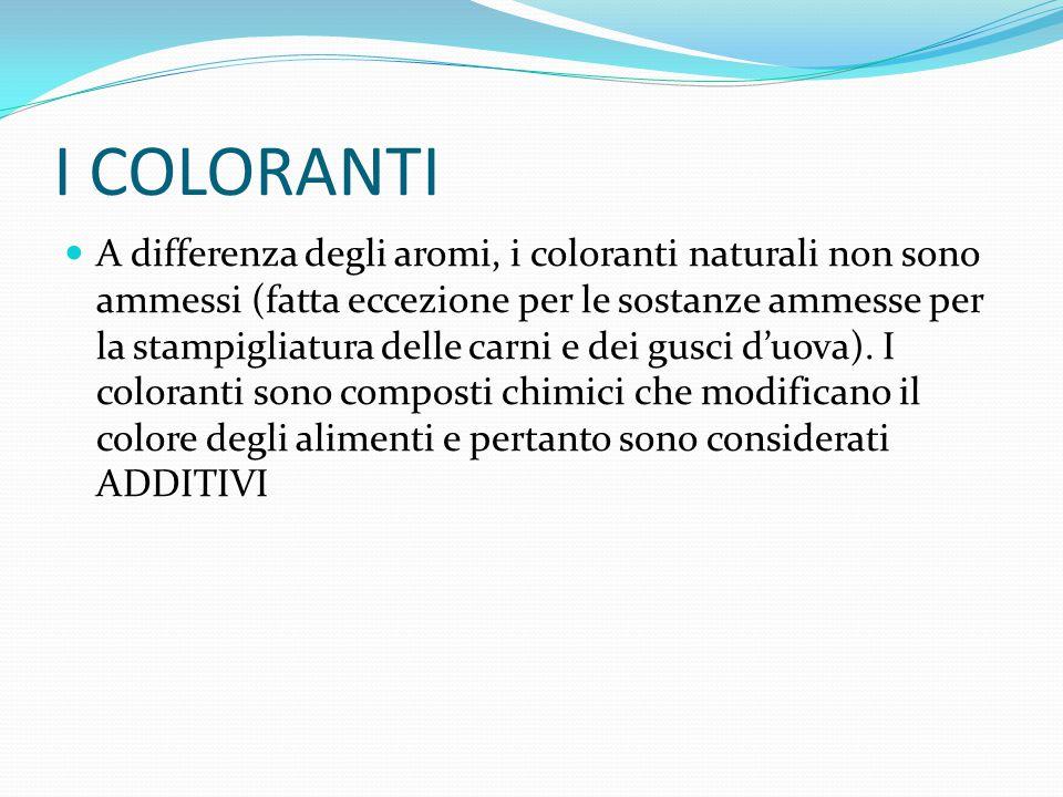 A differenza degli aromi, i coloranti naturali non sono ammessi (fatta eccezione per le sostanze ammesse per la stampigliatura delle carni e dei gusci