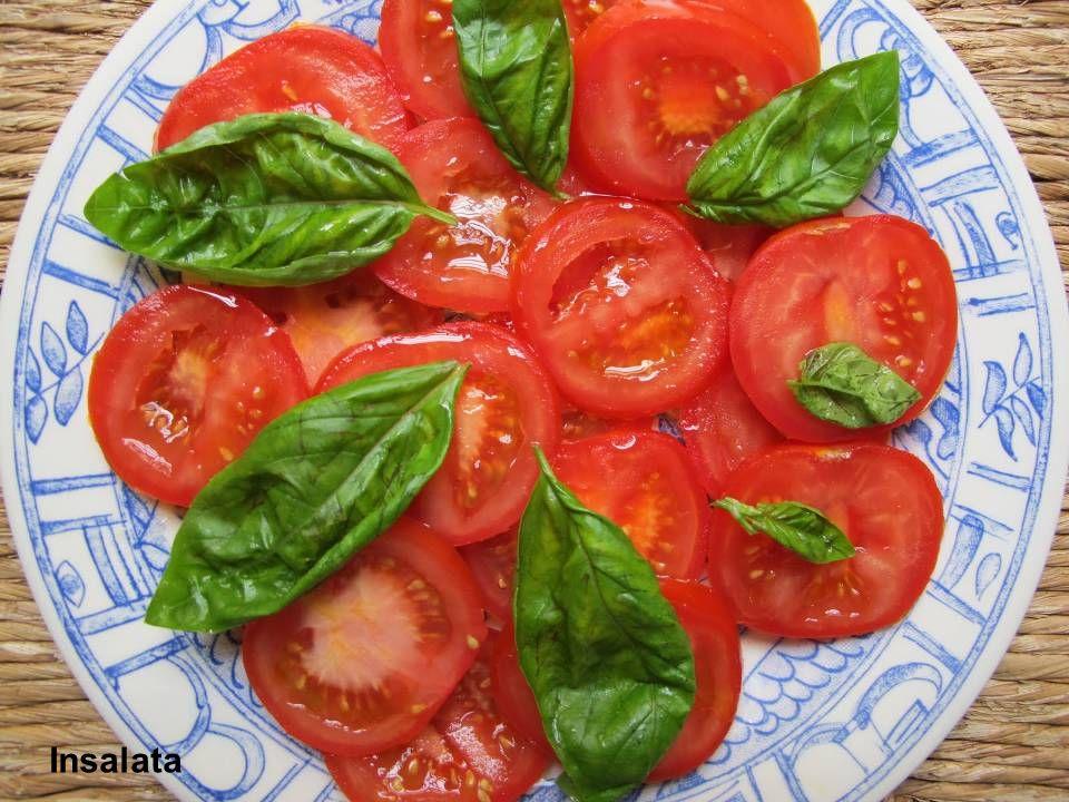 Pomodoro Costoluto Frutto grosso, il peso si aggira intorno ai 150 gr, leggermente schiacciato con evidenti costolature, da cui il nome, ma con una buona compattezza.