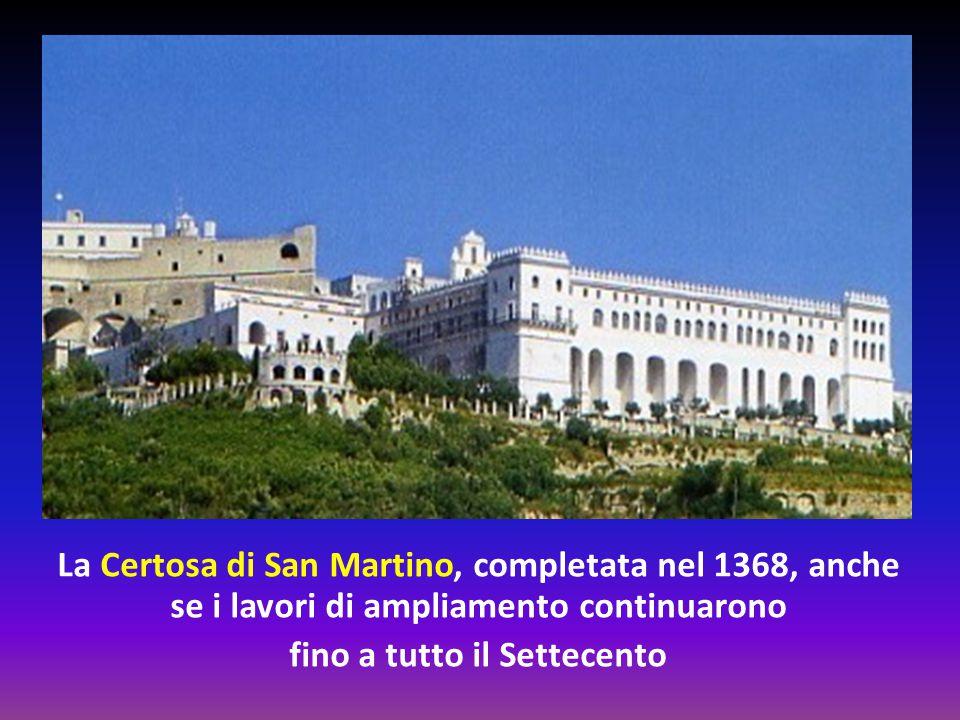 La costruzione della Chiesa di Santa Chiara e del monastero fu voluta da Roberto d'Angiò, particolarmente devoto a san Francesco, nel 1310.