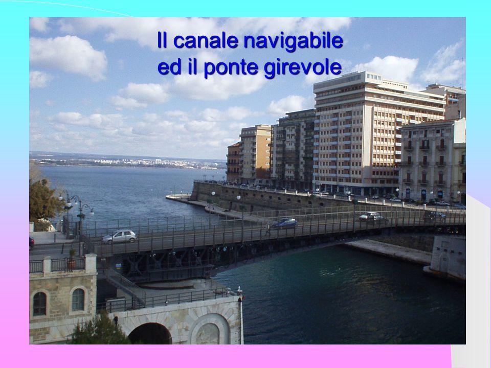 Il canale navigabile ed il ponte girevole
