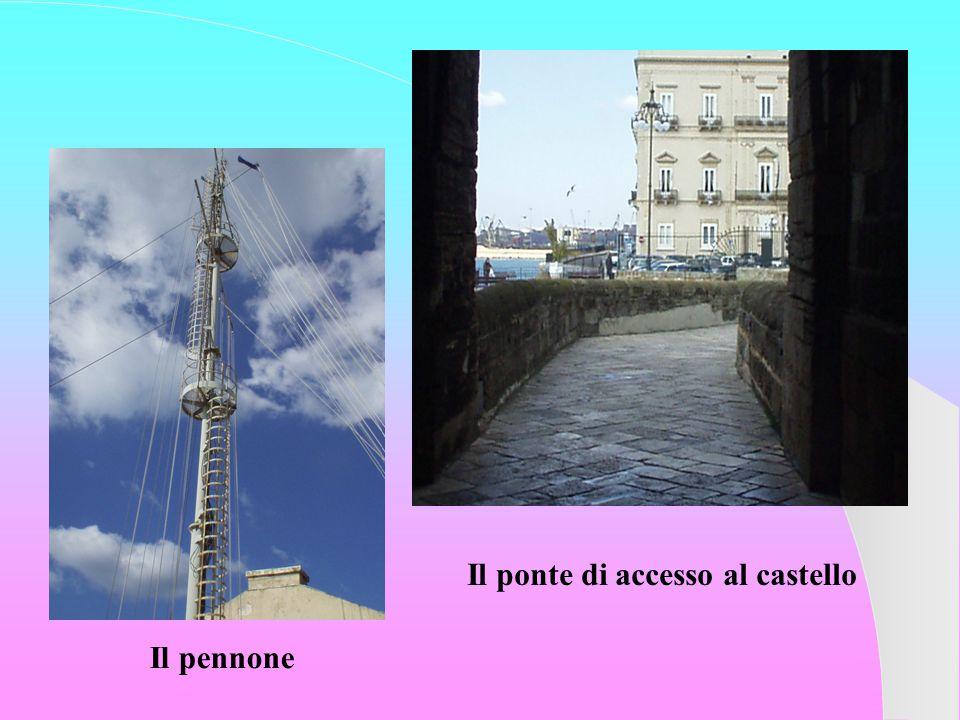 Il pennone Il ponte di accesso al castello