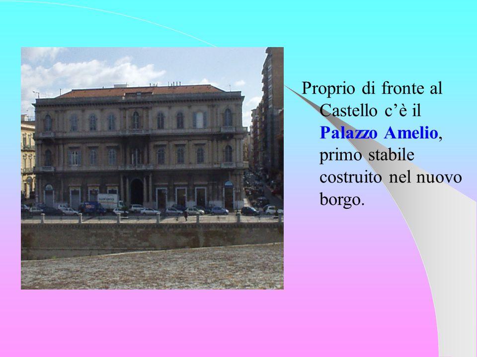 Proprio di fronte al Castello c'è il Palazzo Amelio, primo stabile costruito nel nuovo borgo.