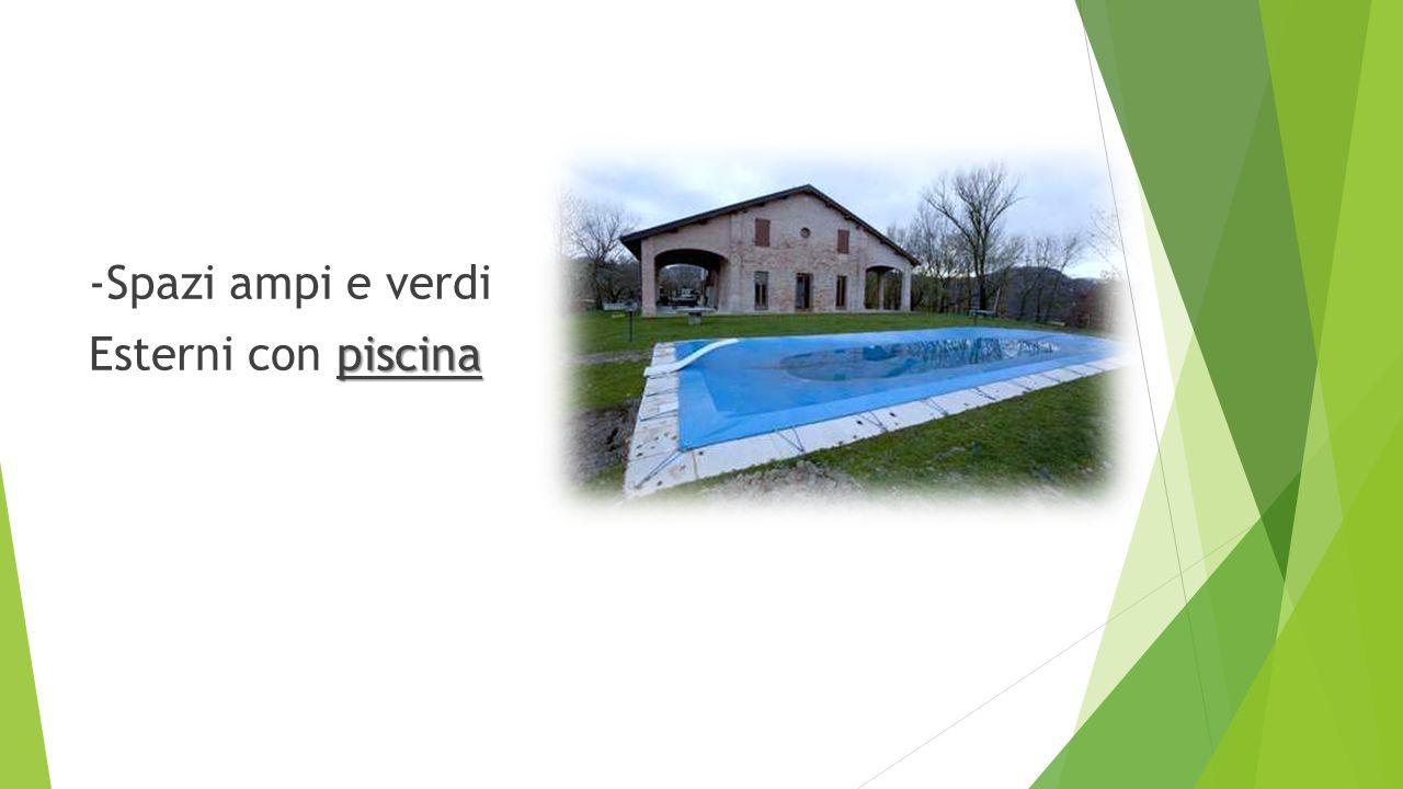 -Spazi ampi e verdi piscina Esterni con piscina