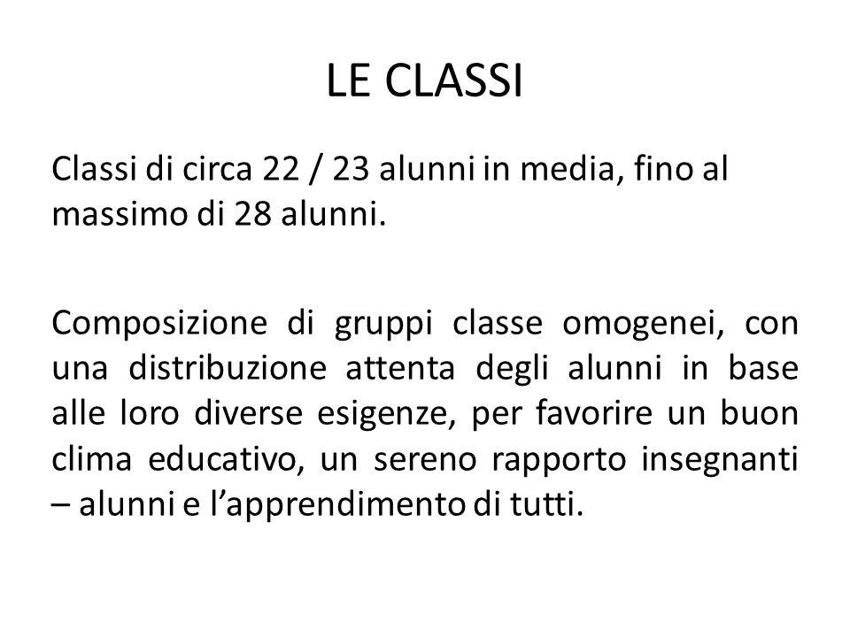 LE CLASSI Classi di circa 22 / 23 alunni in media, fino al massimo di 28 alunni. Composizione di gruppi classe omogenei, con una distribuzione attenta