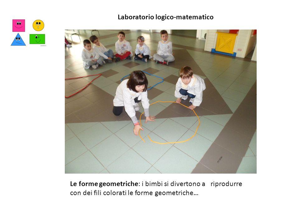 Le forme geometriche: i bimbi si divertono a riprodurre con dei fili colorati le forme geometriche… Laboratorio logico-matematico