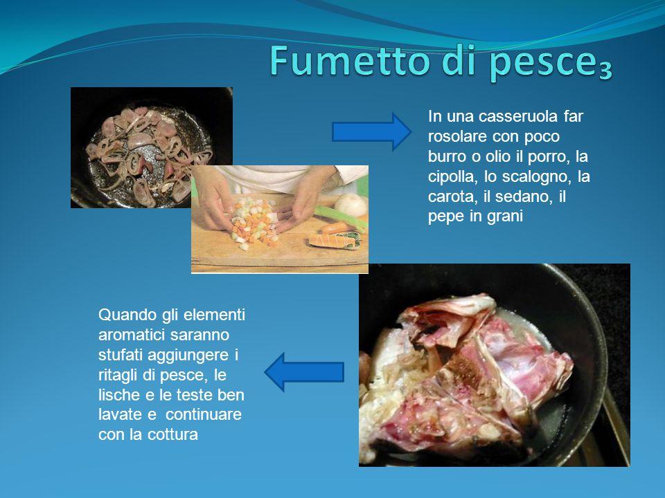 In una casseruola far rosolare con poco burro o olio il porro, la cipolla, lo scalogno, la carota, il sedano, il pepe in grani Quando gli elementi aro