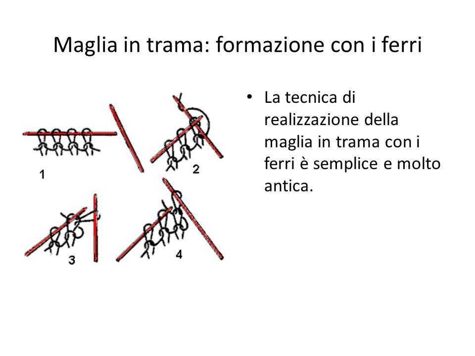 Maglia in trama: formazione con i ferri La tecnica di realizzazione della maglia in trama con i ferri è semplice e molto antica.