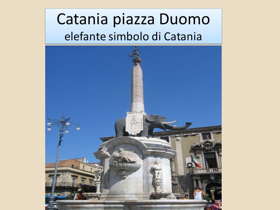 Catania piazza Duomo elefante simbolo di Catania
