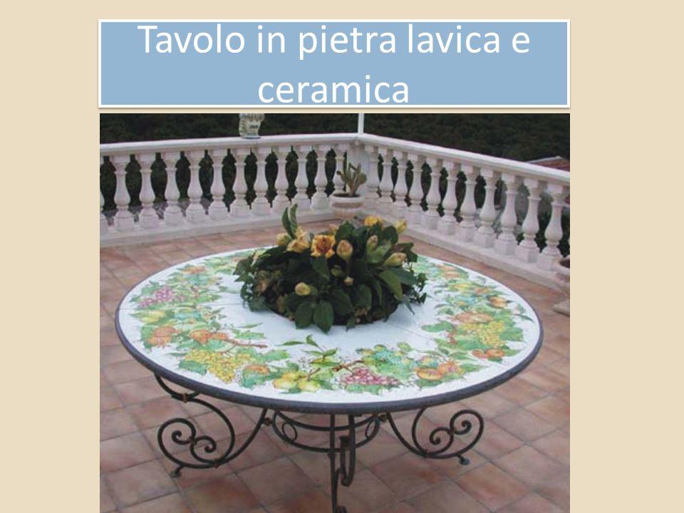 Tavolo in pietra lavica e ceramica Tavolo in pietra lavica e ceramica