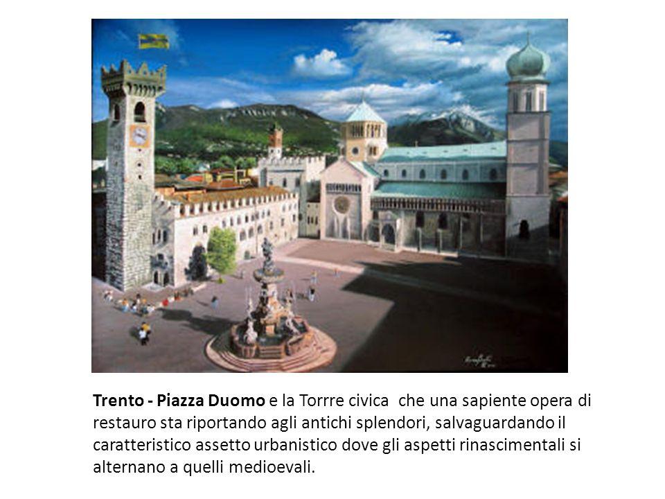 Trento - Piazza Duomo e la Torrre civica che una sapiente opera di restauro sta riportando agli antichi splendori, salvaguardando il caratteristico assetto urbanistico dove gli aspetti rinascimentali si alternano a quelli medioevali.