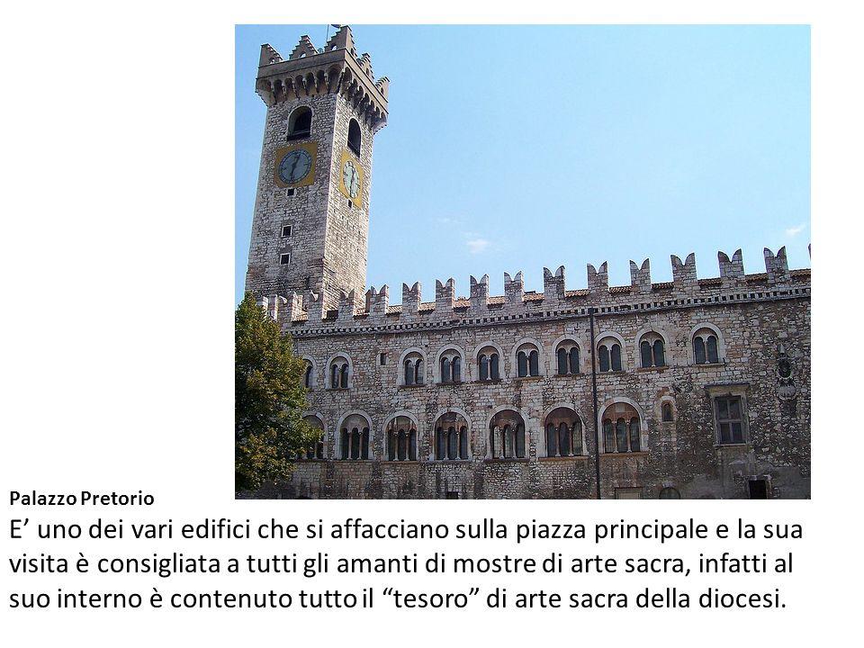Palazzo Pretorio E' uno dei vari edifici che si affacciano sulla piazza principale e la sua visita è consigliata a tutti gli amanti di mostre di arte sacra, infatti al suo interno è contenuto tutto il tesoro di arte sacra della diocesi.