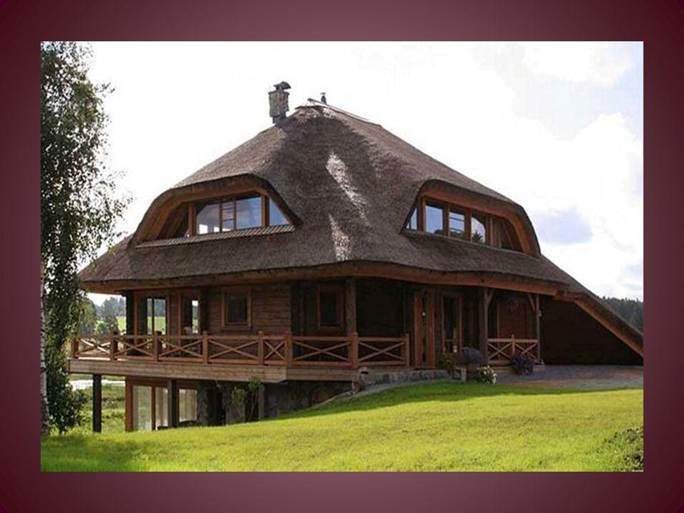 Il progetto di ogni casa permette quattro tipi di copertura: - in paglia - in tronchi tagliati - in mosaico o in ceramica - in vetro-cemento. Questo n
