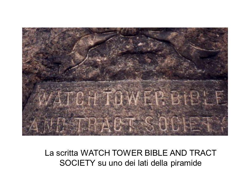 29/03/201516 La scritta WATCH TOWER BIBLE AND TRACT SOCIETY su uno dei lati della piramide