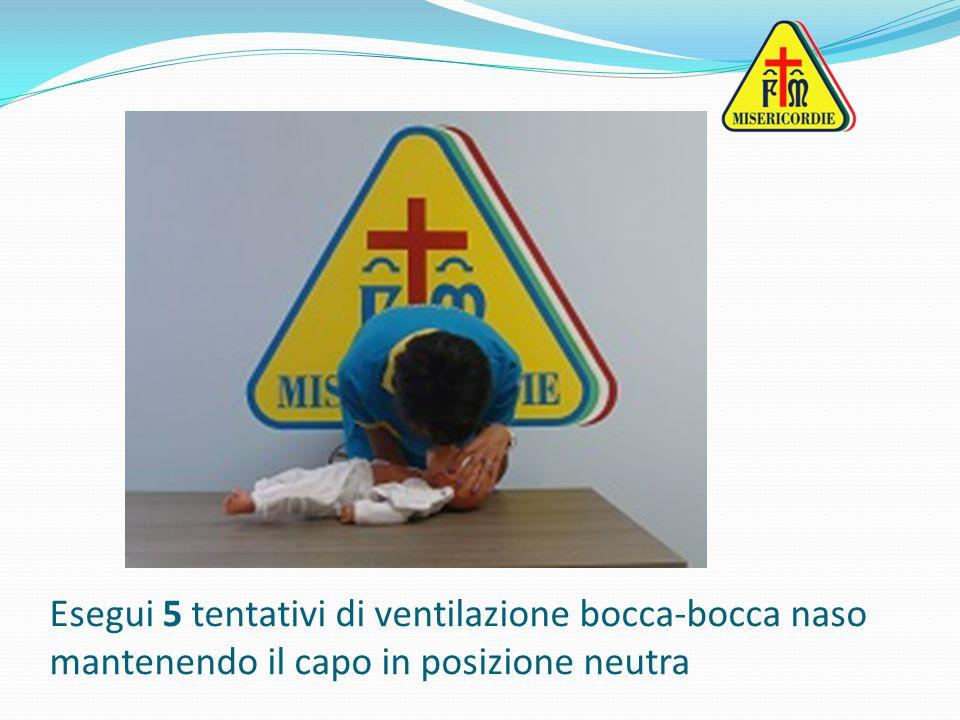 Esegui 5 tentativi di ventilazione bocca-bocca naso mantenendo il capo in posizione neutra