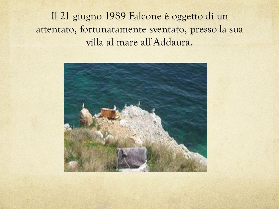 Il 21 giugno 1989 Falcone è oggetto di un attentato, fortunatamente sventato, presso la sua villa al mare all'Addaura.