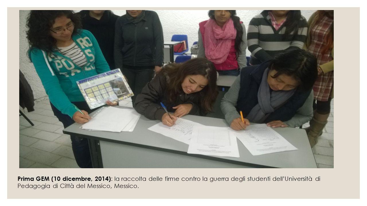 Prima GEM (10 dicembre, 2014) : la raccolta delle firme contro la guerra degli studenti dell'Università di Pedagogia di Città del Messico, Messico.