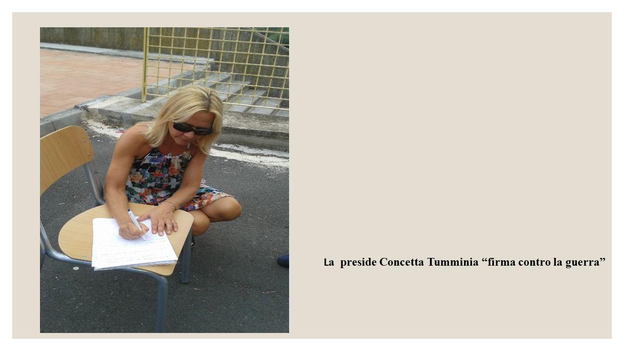 """L a preside Concetta Tumminia """"firma contro la guerra"""""""