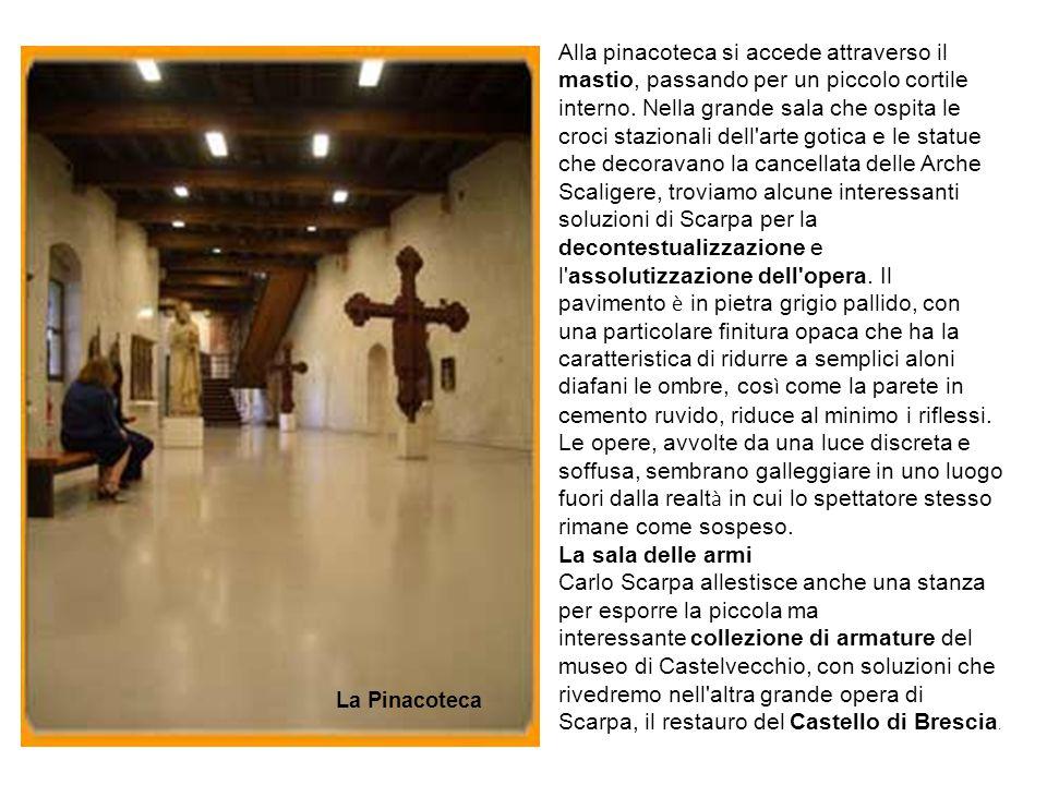 Alla pinacoteca si accede attraverso il mastio, passando per un piccolo cortile interno. Nella grande sala che ospita le croci stazionali dell'arte go