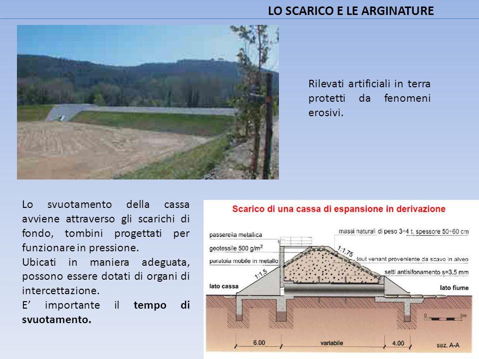LO SCARICO E LE ARGINATURE Rilevati artificiali in terra protetti da fenomeni erosivi. Lo svuotamento della cassa avviene attraverso gli scarichi di f