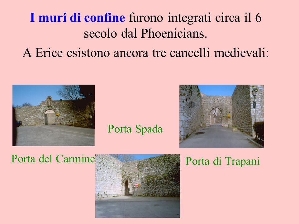 I muri di confine furono integrati circa il 6 secolo dal Phoenicians. A Erice esistono ancora tre cancelli medievali: Porta di Trapani Porta del Carmi