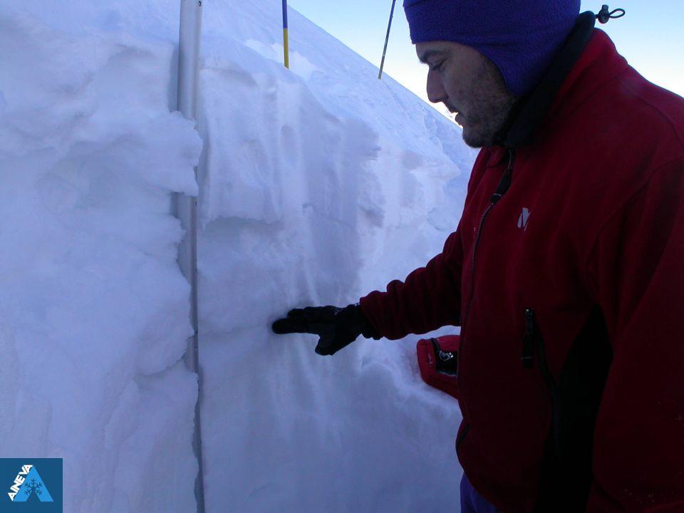PROVA PENETROMETRICA VANTAGGI Fornisce parametri importanti (durezza e resistenza del manto) per l'intero spessore del manto nevoso.