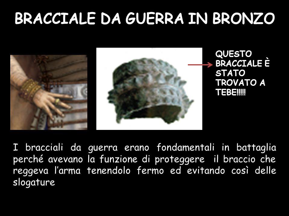 I bracciali da guerra erano fondamentali in battaglia perché avevano la funzione di proteggere il braccio che reggeva l'arma tenendolo fermo ed evitan