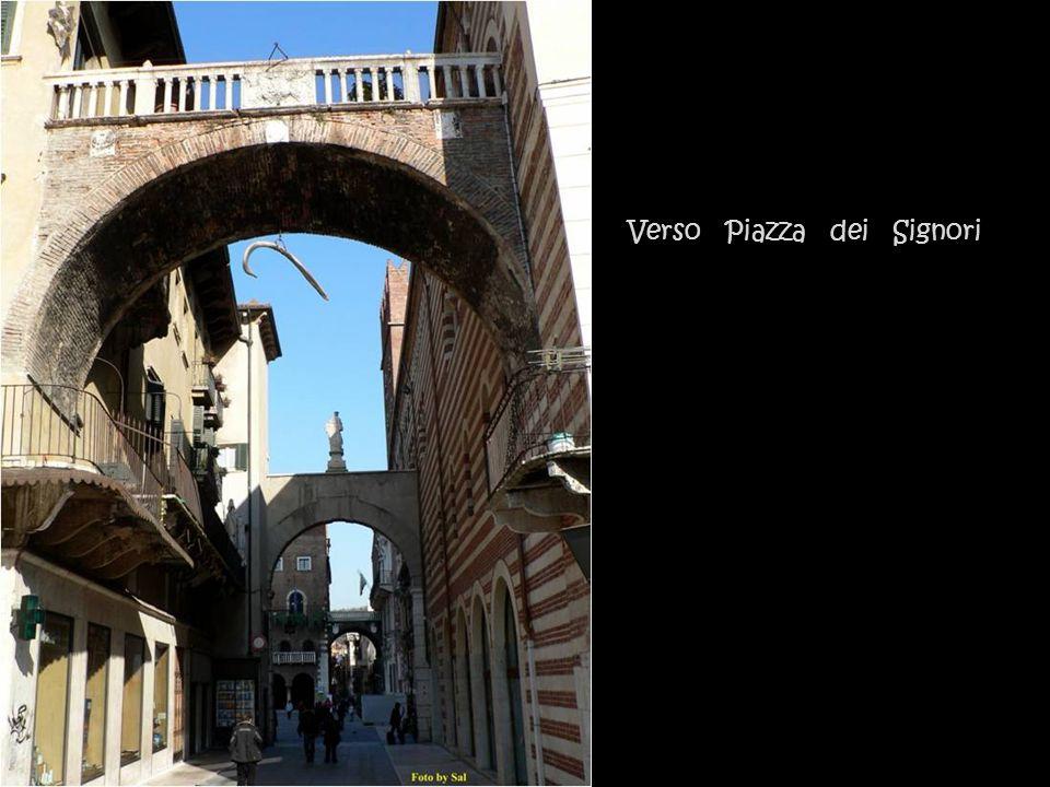 Altri angoli particolari di piazza delle Erbe.