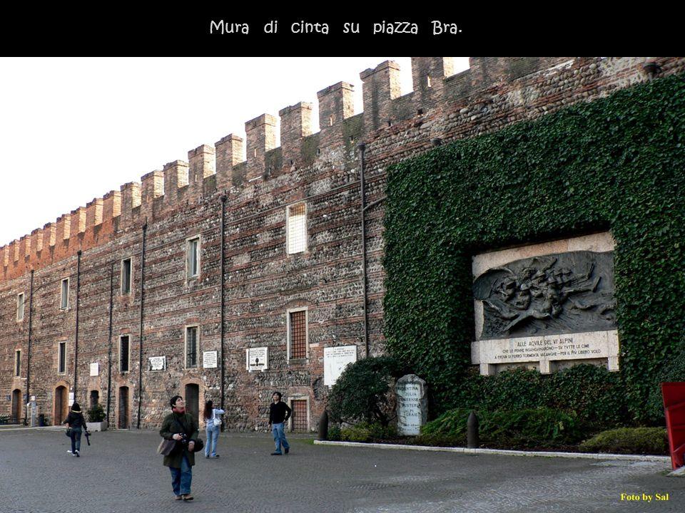 Mura di cinta su piazza Bra.