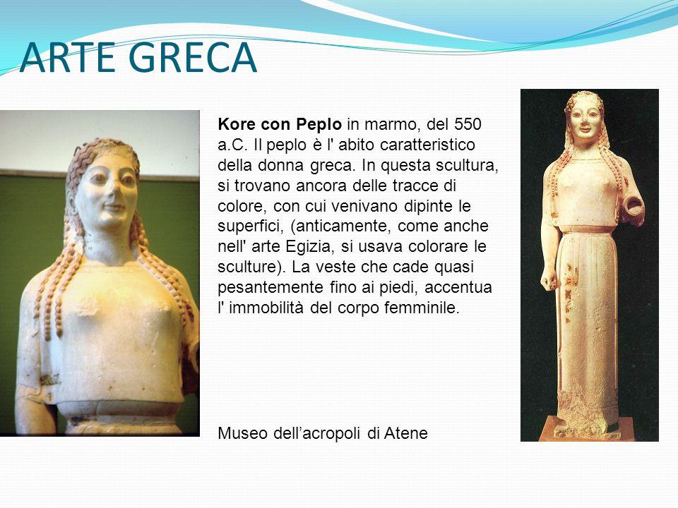 ARTE GRECA Kore con Peplo in marmo, del 550 a.C. Il peplo è l' abito caratteristico della donna greca. In questa scultura, si trovano ancora delle tra