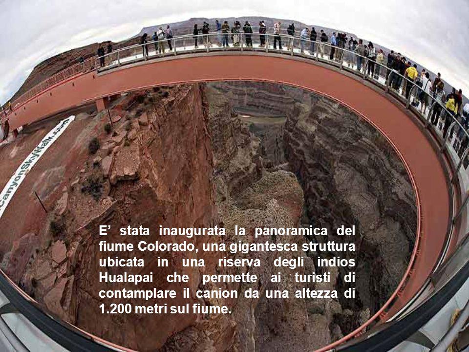E' stata inaugurata la panoramica del fiume Colorado, una gigantesca struttura ubicata in una riserva degli indios Hualapai che permette ai turisti di
