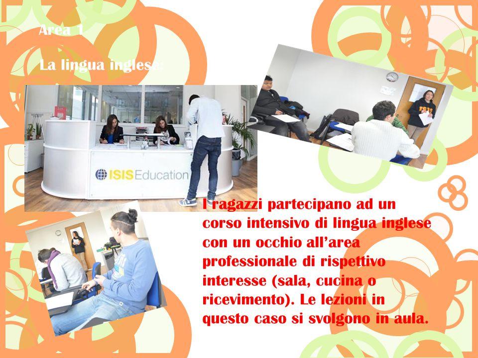 I ragazzi partecipano ad un corso intensivo di lingua inglese con un occhio all'area professionale di rispettivo interesse (sala, cucina o ricevimento