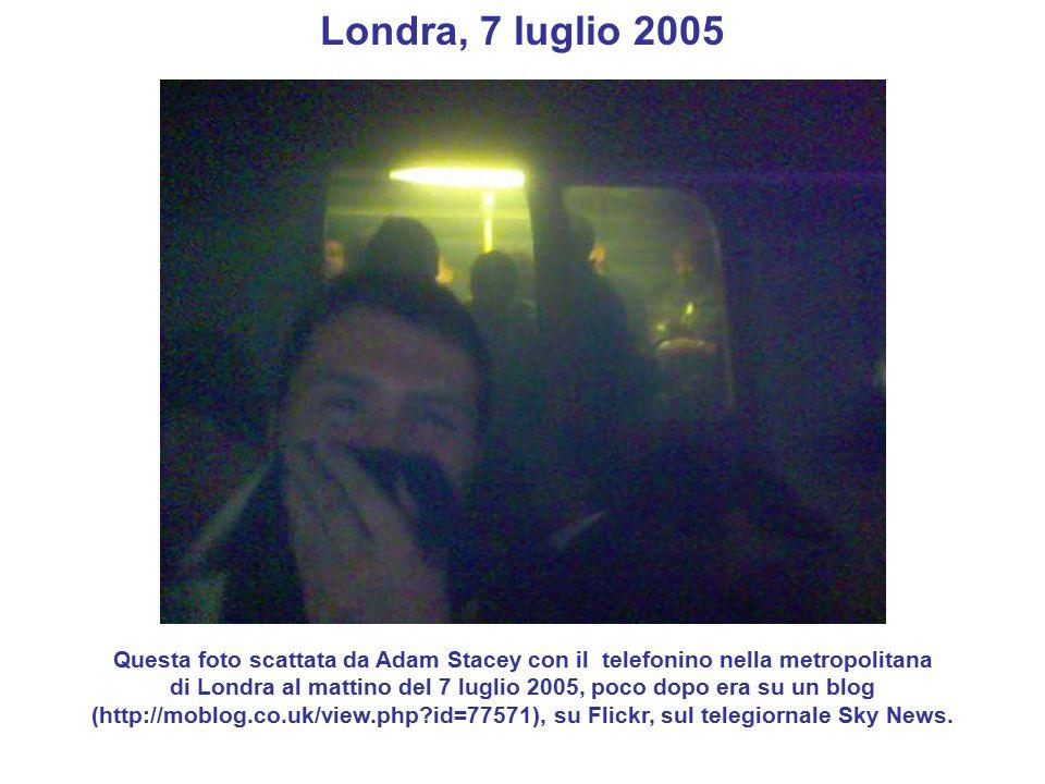 Londra, 7 luglio 2005 Questa foto scattata da Adam Stacey con il telefonino nella metropolitana di Londra al mattino del 7 luglio 2005, poco dopo era su un blog (http://moblog.co.uk/view.php id=77571), su Flickr, sul telegiornale Sky News.
