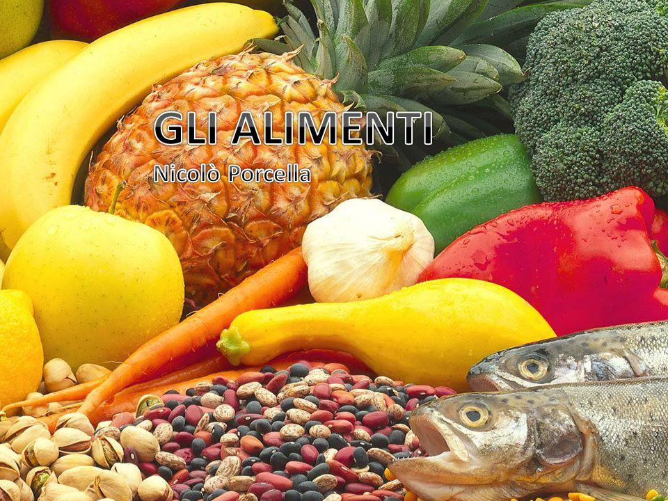 Sono chiamati alimenti tutte quelle sostanze che l organismo assume dall esterno e che sono capaci, da soli o convenientemente associati, di soddisfare i suoi fabbisogni materiali, energetici e «bioregolatori».