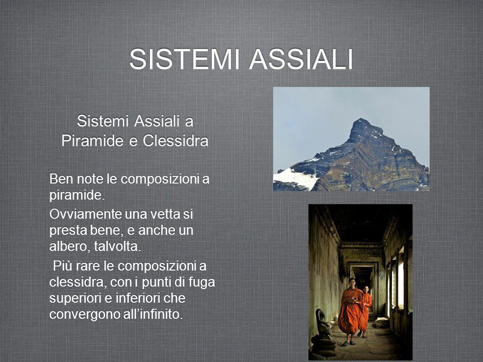 SISTEMI ASSIALI Sistemi Assiali a Piramide e Clessidra Ben note le composizioni a piramide. Ovviamente una vetta si presta bene, e anche un albero, ta