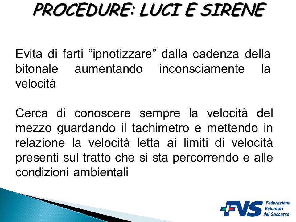 In caso di parcheggio del mezzo sulla sede stradale durante l'esecuzione di un intervento:  accendere le luci di posizione,  accendere le 4 frecce,